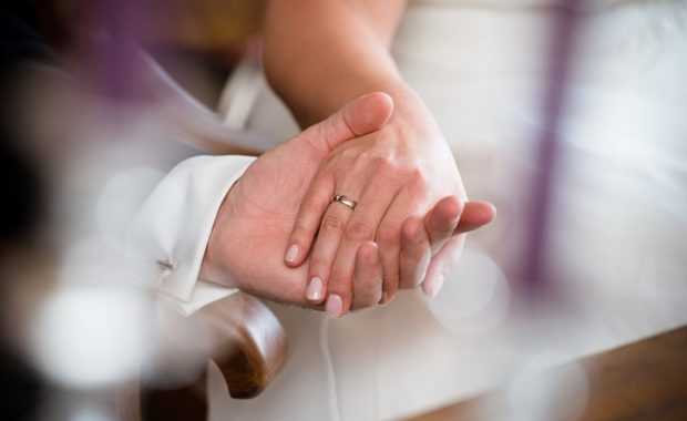 実は強い立場?結婚において女性が《賢い服従者》になるべき理由