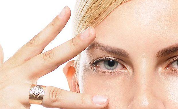 目元のたるみは薬指で撃退できる