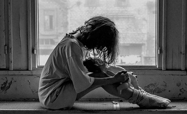 受け入れてもらえない…。拒絶体験が引き起こす4つの症状