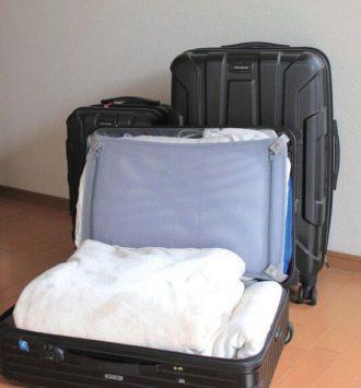 旅行用スーツケースは来客布団を収納