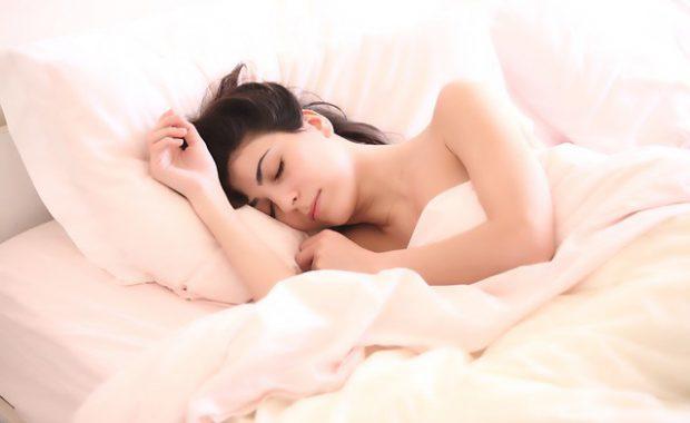 15分で2時間分の睡眠に匹敵!瞑想すると熟睡できる♡