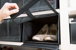 おしゃれ靴はホコリよけのケースに入れて