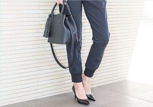 バッグと靴の色を同系色にする