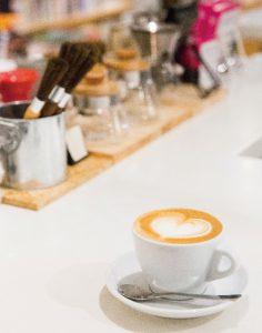 カフェは京都の自家焙煎専門店「WEEKENDERS COFFEE」の豆を使用。
