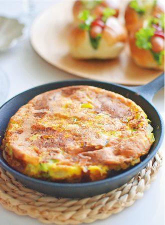 野菜たっぷりチーズのオムレツ
