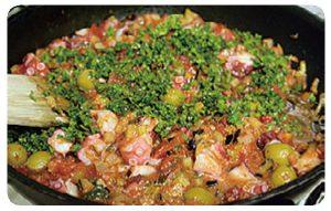 タコとオリーブのマスタードトマトソースパスタ7