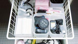 洗面台の細々したものは引き出しを仕切って収納