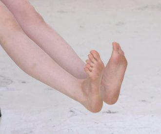脚を曲げる