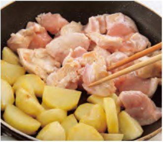 鶏肉とじゃがいもの塩レモン煮_作り方2